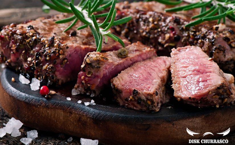 Quanto de carne (e de bebida) por pessoa num churrasco?