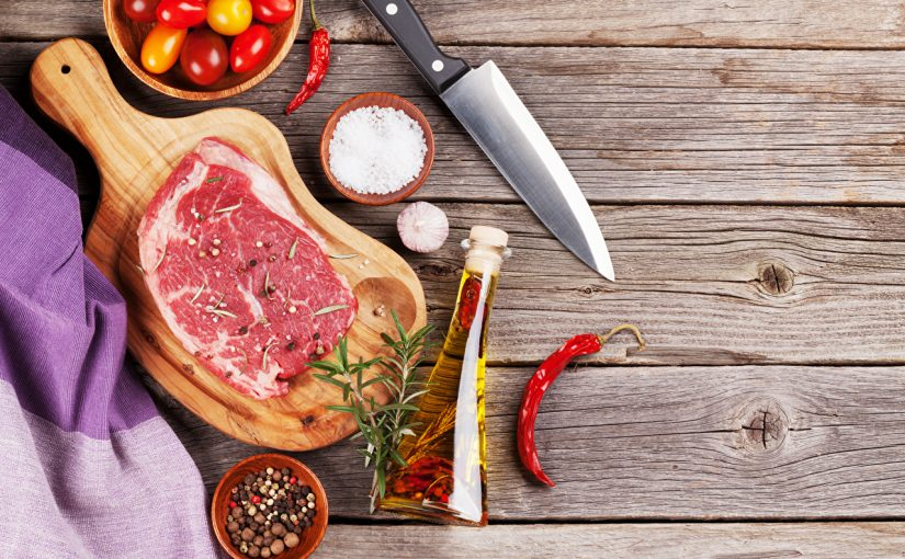 Tempero ideal para churrasco: só sal grosso ou temperos variados?